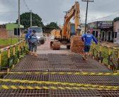 Secretaria de infraestrutura realiza manutenção na ponte de ferro na Avenida Goiás em Tucumã